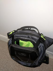 Ogio Dakar 3l Hydration Pack Front compartment straps